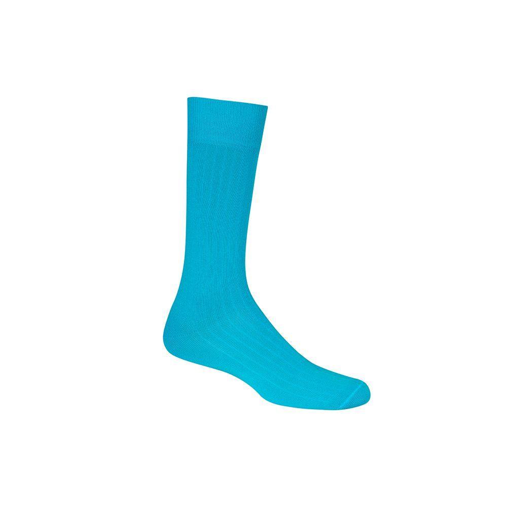 Medias azul turquesa acanaladas cortas informales, tejidas en algodón peinado y elastano, con refuerzo a tono en puño, punteras y talón.