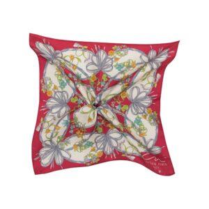 Pañuelo rojo con estampado orgánico de flores y follajes en seda de origen Español.