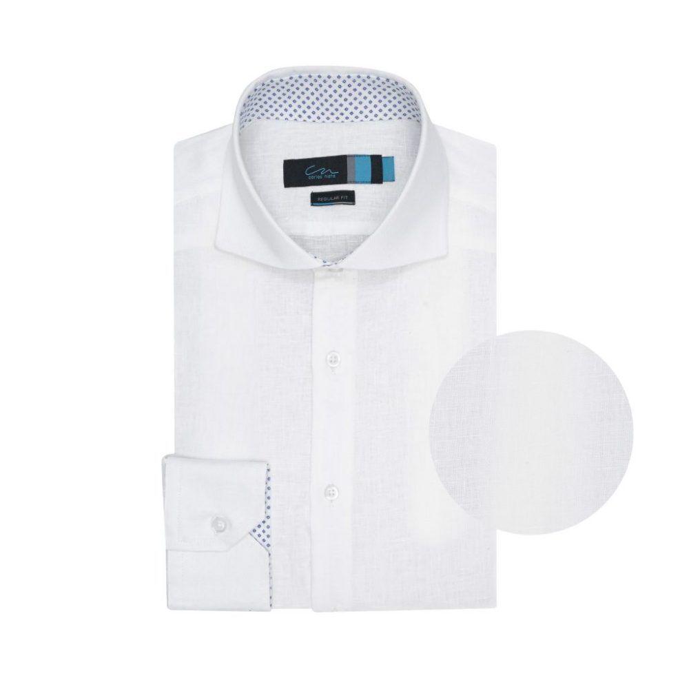 Camisa blanca en lino. Silueta relajada.