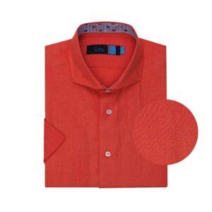 Camisa naranja en lino. Silueta relajada, cuello abierto con button under y manga corta.