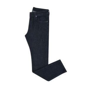 Jean azul oscuro en algodón con elastano, silueta slim fit y alta confortabilidad.